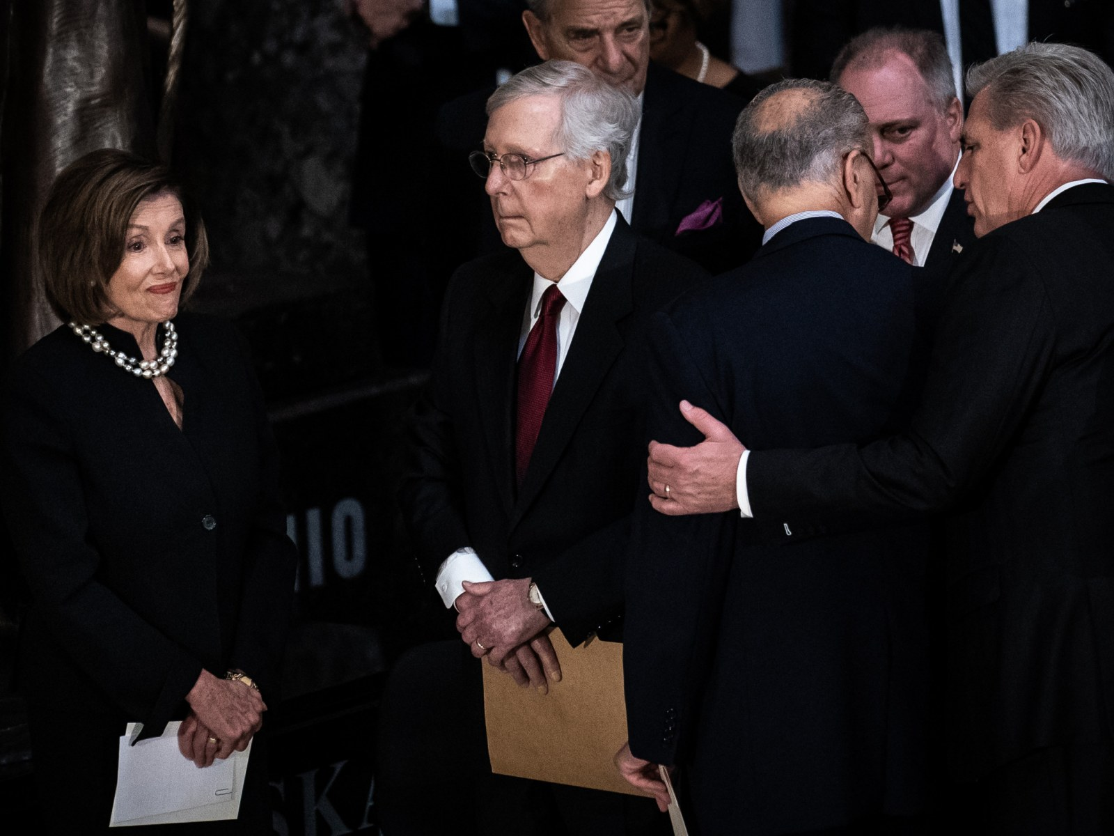 Watch Mitch Mcconnell S Reaction As Pallbearer Refuses To Shake His Hand At Elijah Cummings Memorial Service