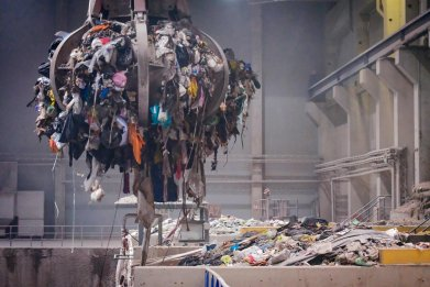Gripper Sends Trash Heaps to Oven