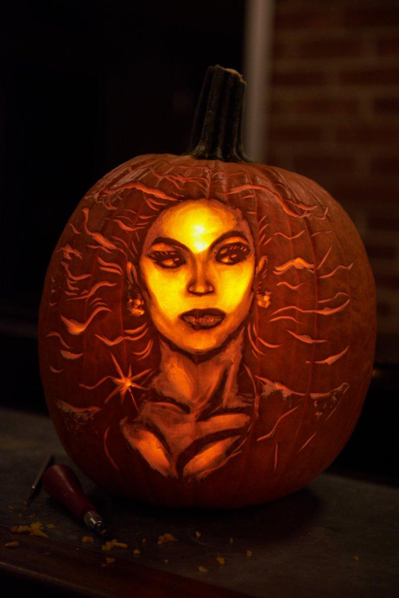 Brent Pumpkins Carves Beyonce