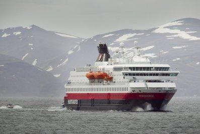 cruise ship, norway, woman, fell, Hurtigruten