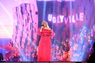 Kelly Clarkson Announces 'Invincible' Las Vegas Residency