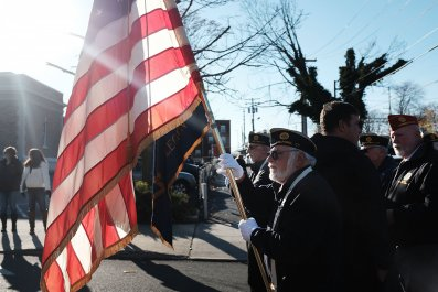 veterans day 2019 memorial day differences meaning