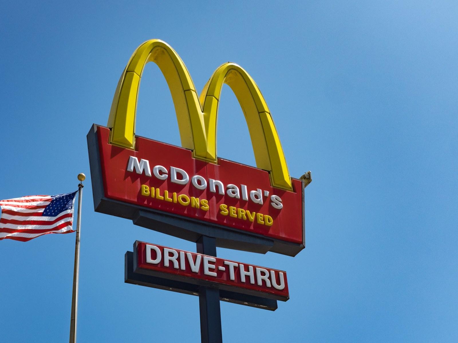 Wendys Hours Christmas Eve 2021 Fast Food Open On Christmas Day Mcdonald S Wendy S Starbucks Burger King Krispy Kreme
