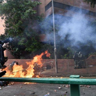 police, tear gas, students, polytechnic university