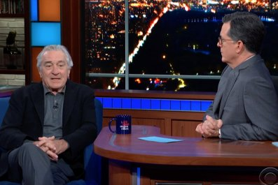 "De Niro slams ""fake"" Trump"