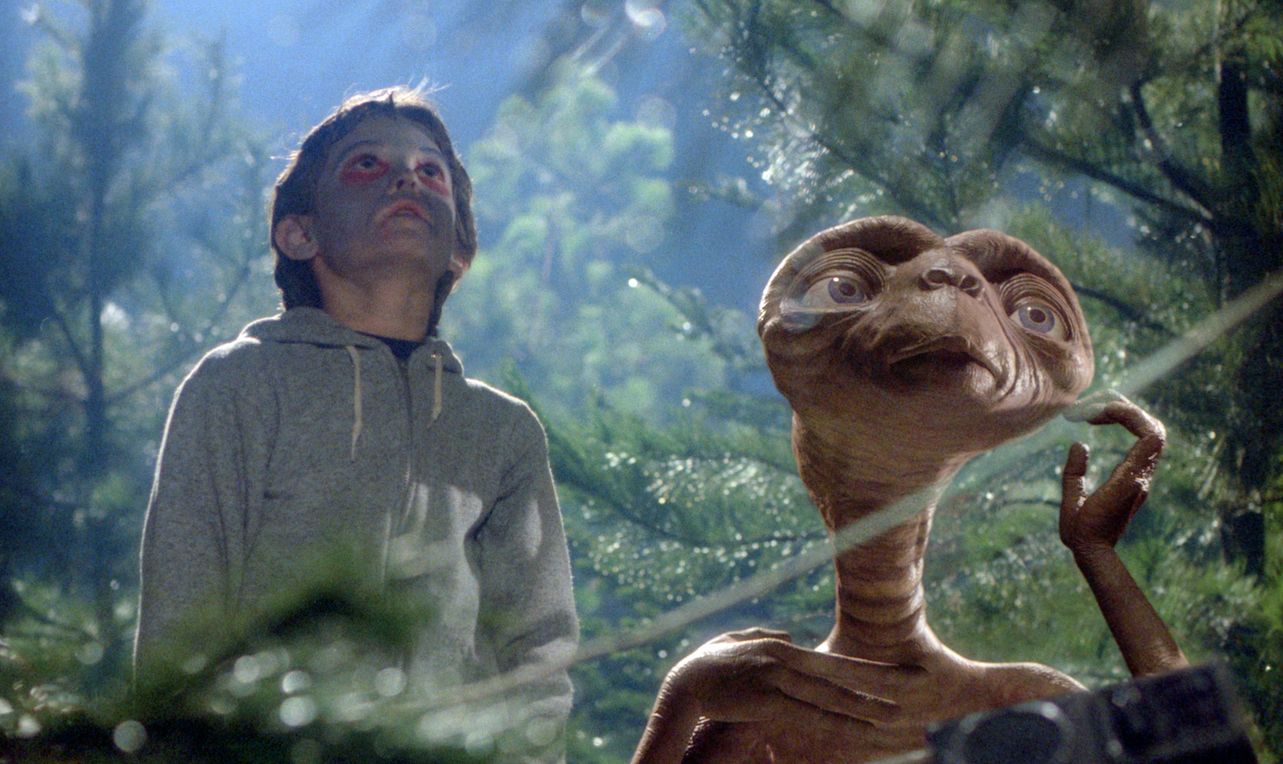 E T The Extra Terrestrial Reunites With Elliott In New Xfinity Commercial