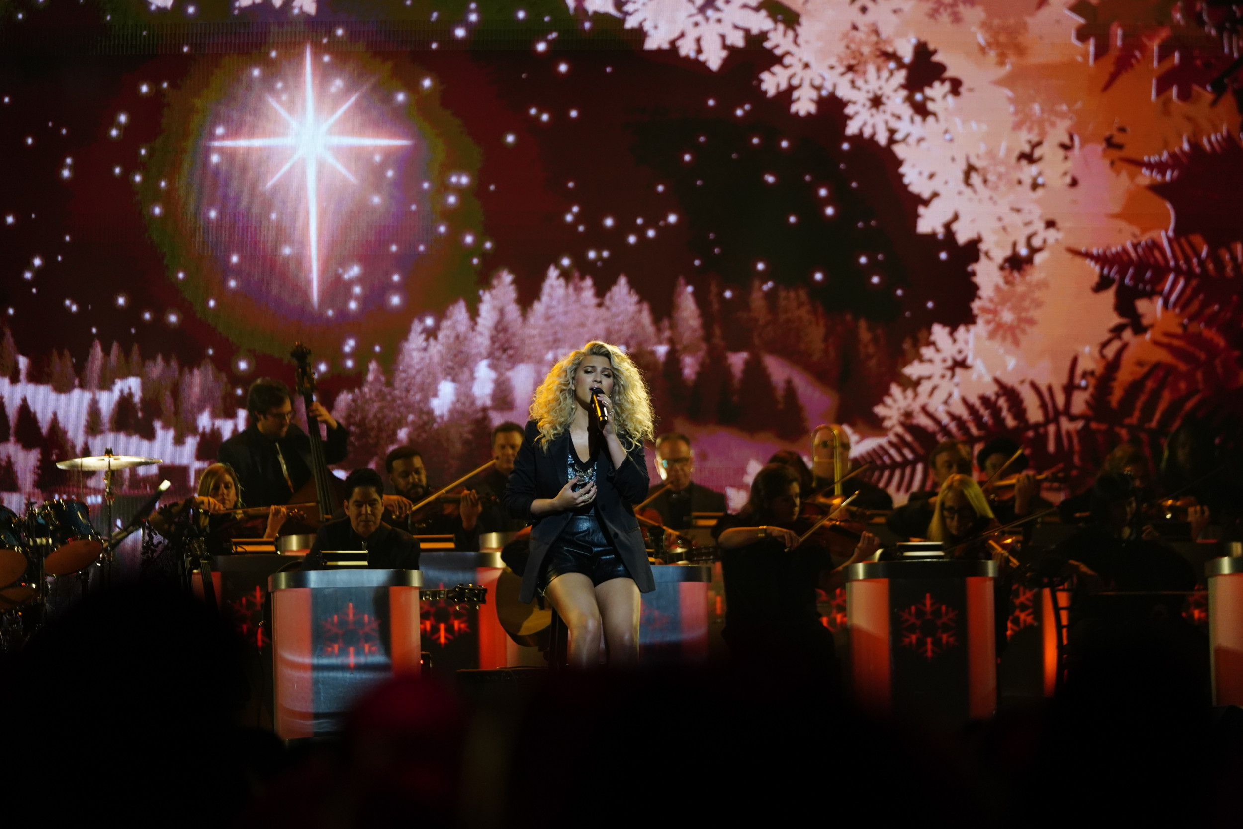 Cma Christmas 2020 Artist List How to Watch 'CMA Country Christmas,' Who Is Performing and