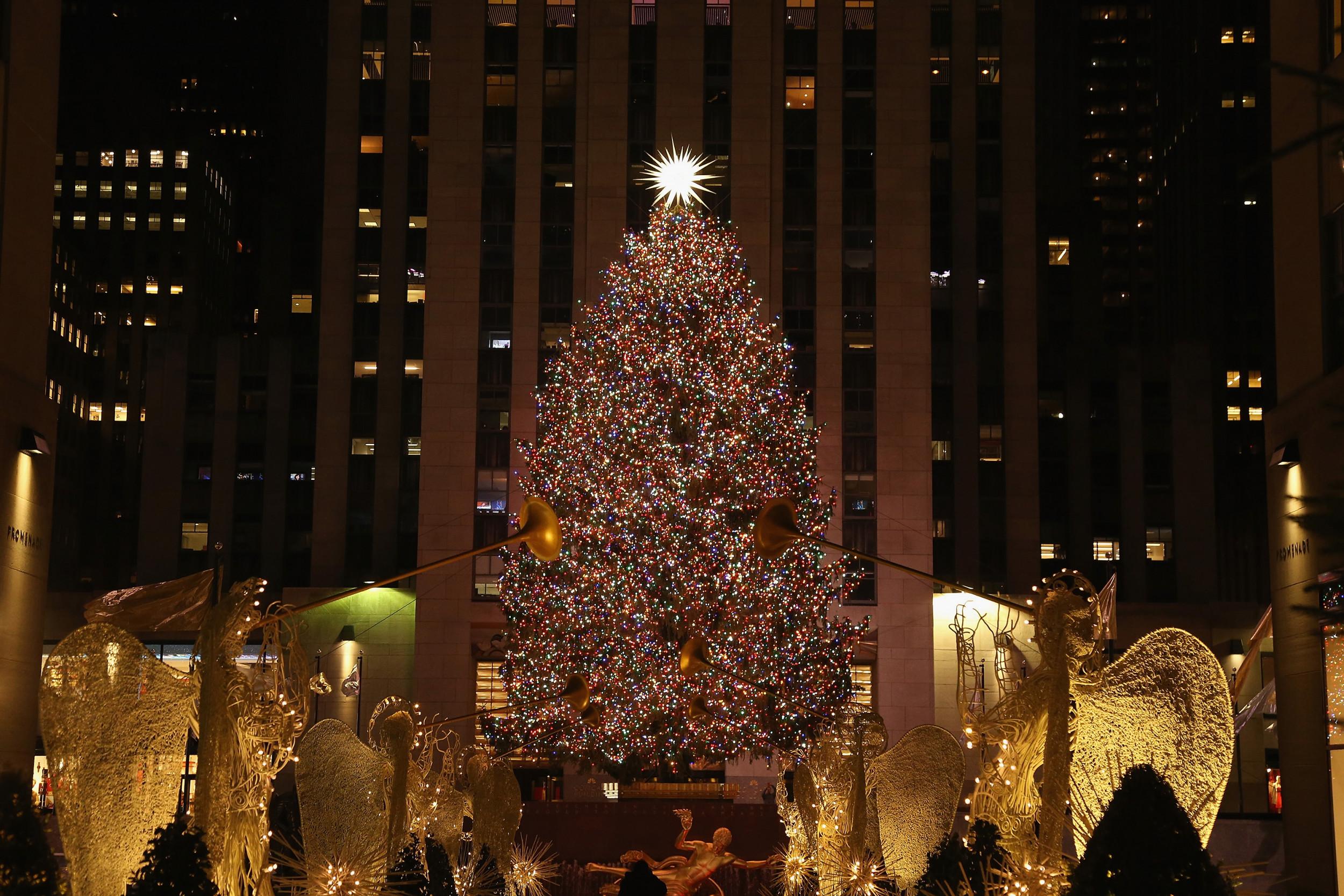 rockefeller center christmas tree lighting time livestream
