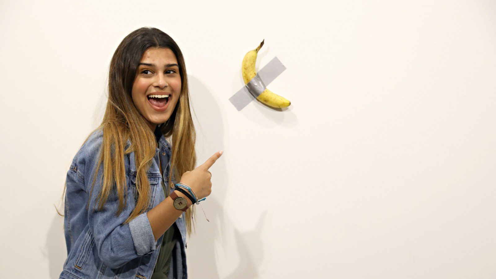 Couple Who Bought 120 000 Banana Duct Taped To Wall Are Aware Of Artwork S Blatant Absurdity