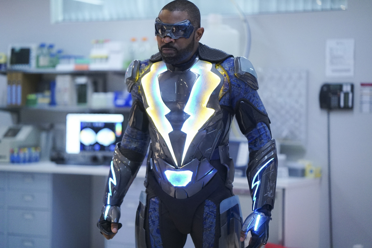 Crisis On Infinite Earths Episode 3 Preview Has Black Lightning S Key Role Been Revealed