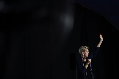 Warren First to Threaten Debate Drop Out
