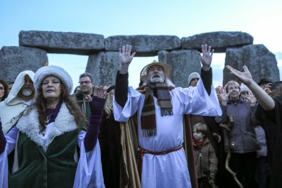 winter solstice celebrations traditions stonehenge
