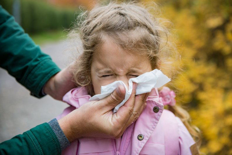 sneeze, cold, flu, parent, child, ill, stock,getty