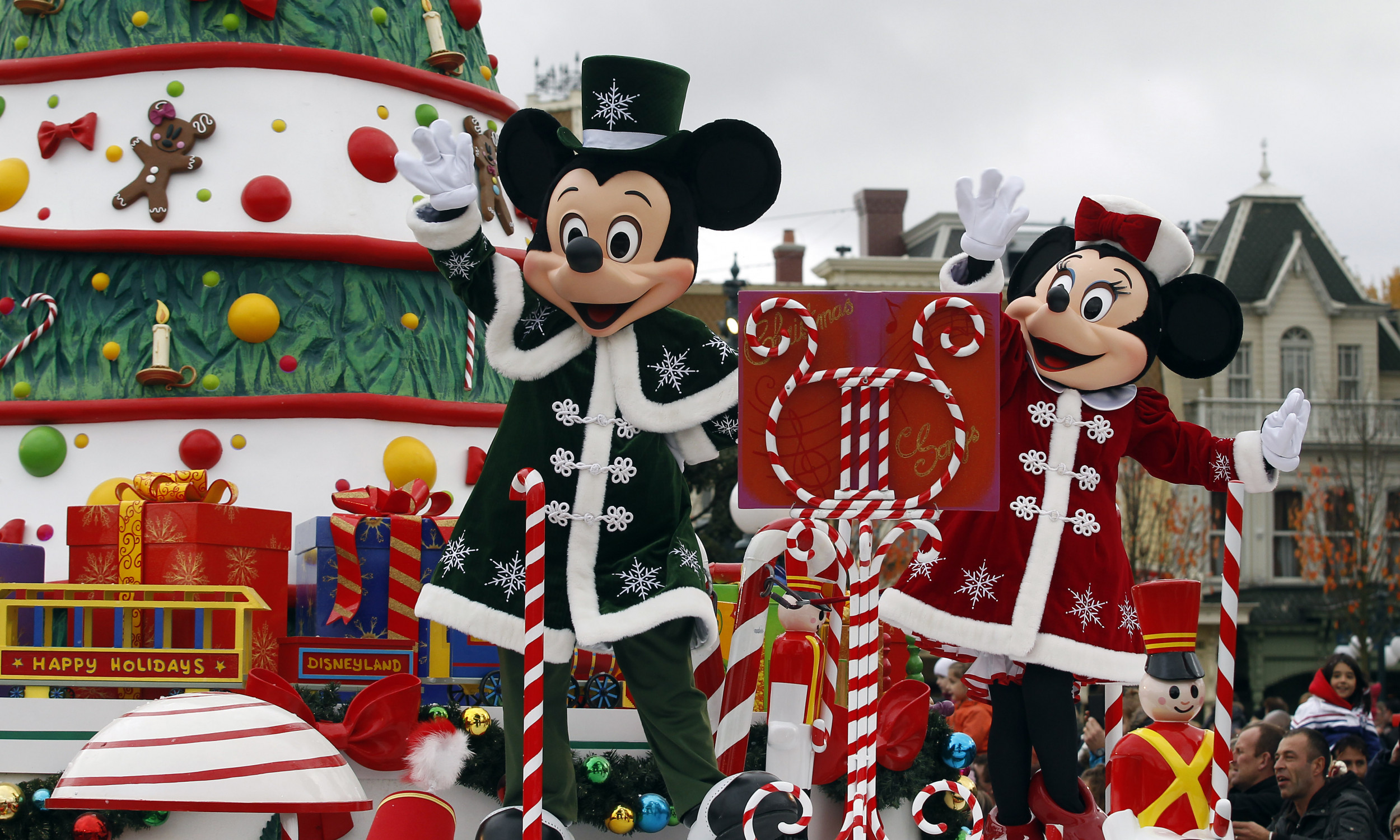 Watch Disney Christmas Parade 2020 Disney Parks Magical Christmas Day Parade 2019: Route, Time, How