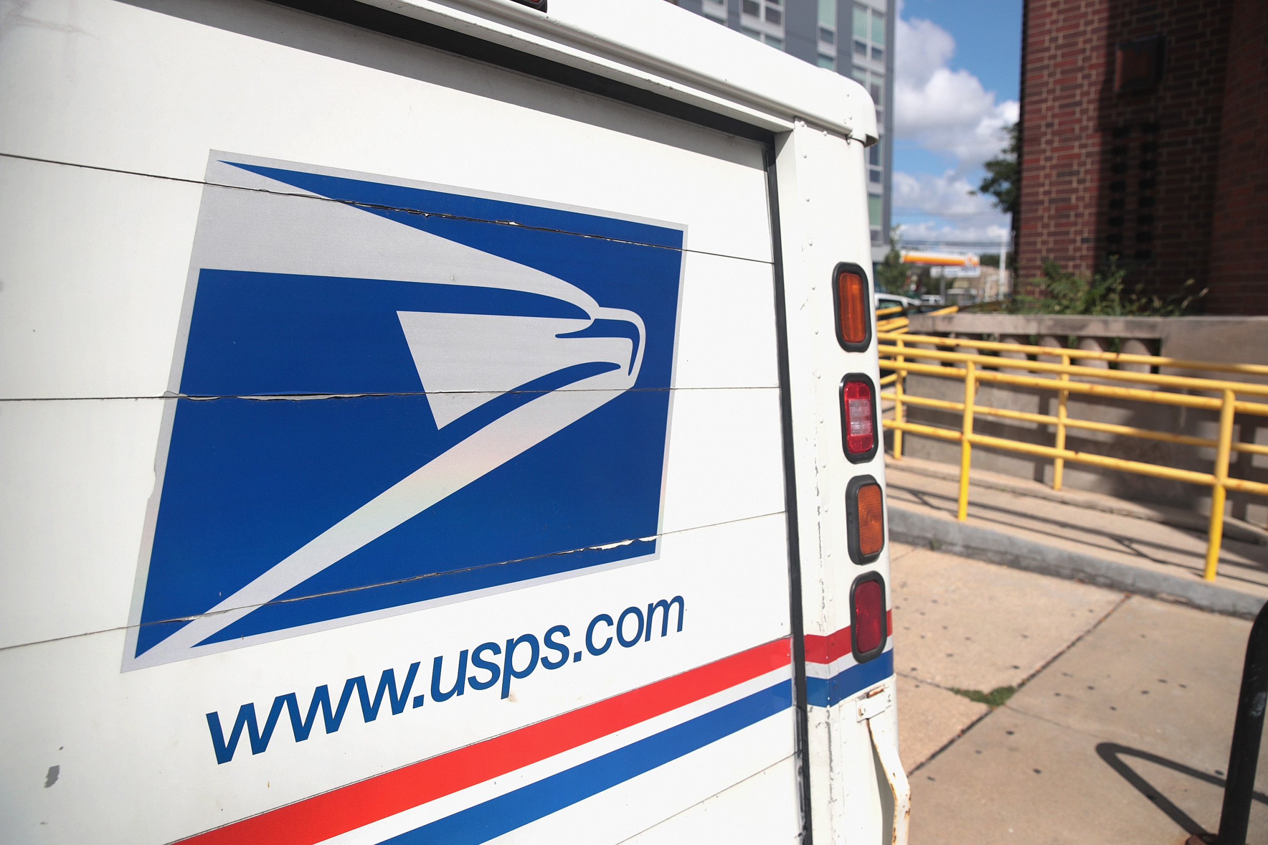 U S Postal Worker Shot In Back While Delivering Mail In Texas 50 000 Reward Offered For Info On Suspect