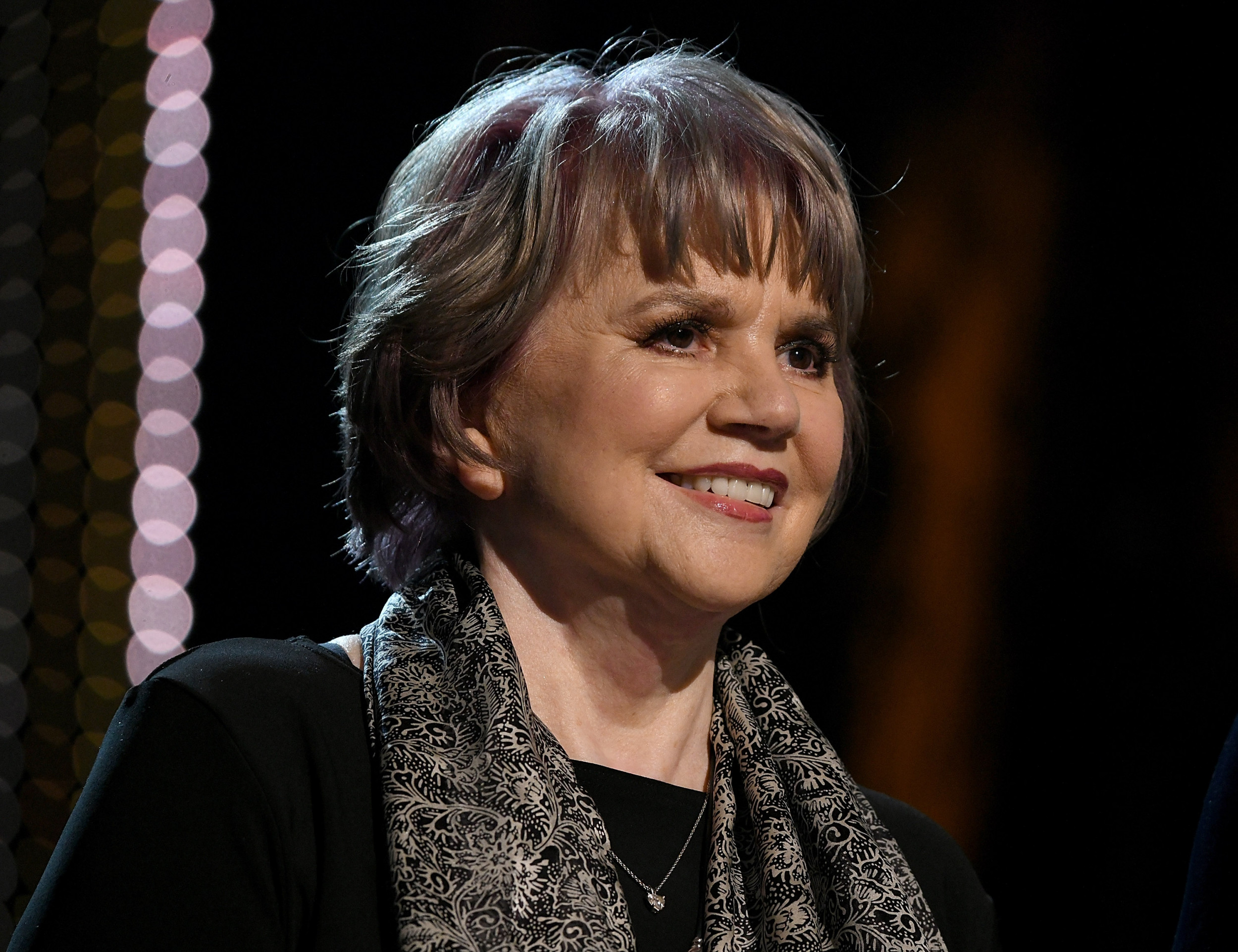 Linda Ronstadt Compares Donald Trump to Adolf Hitler, Says 'If You Read the History, You Won't Be Surprised'