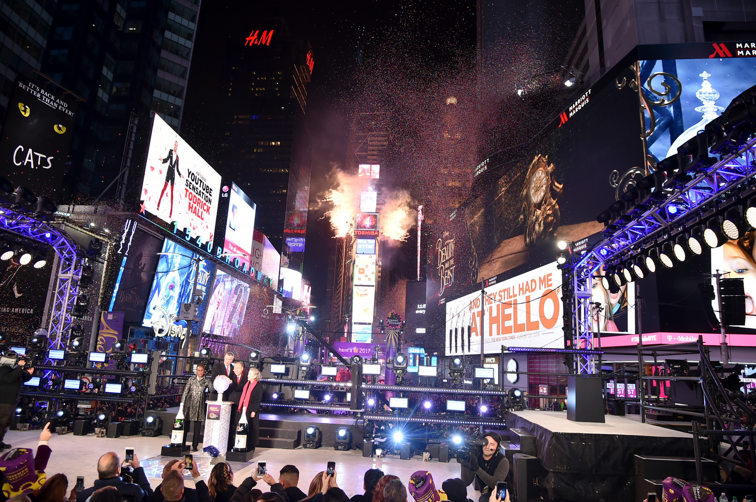 New Year S Eve Performers Schedule 2019 Times Square