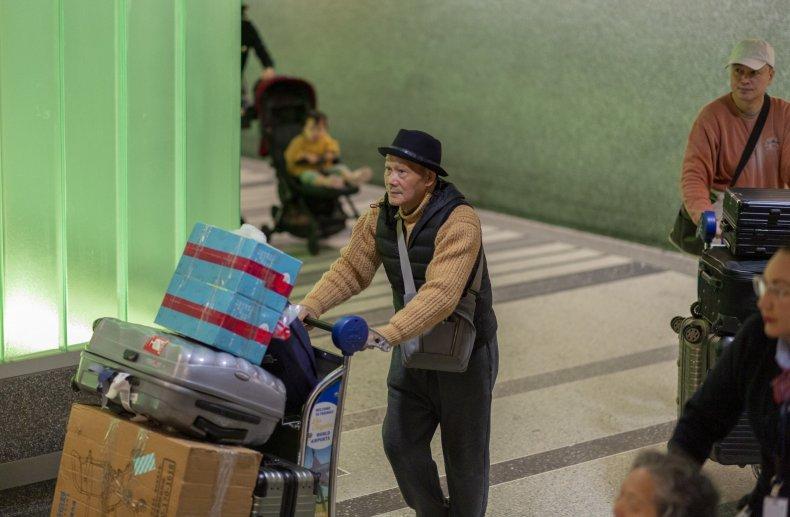 coronavirus airport spread infection pneumonia