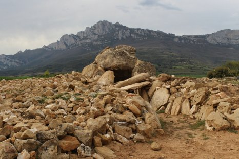metalithic tomb