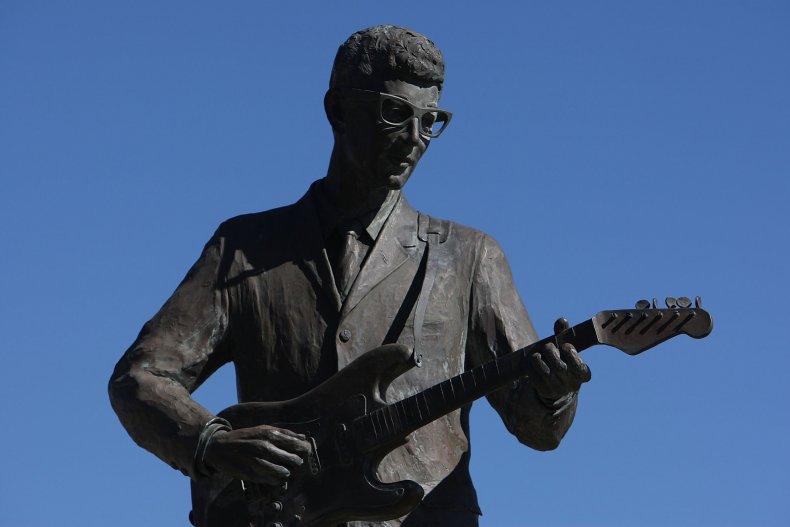 buddy holly statue