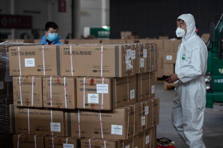 Volunteers transport medical supplies, Wuhan