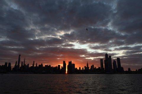 New York City Manhattanhenge Rising Waiters