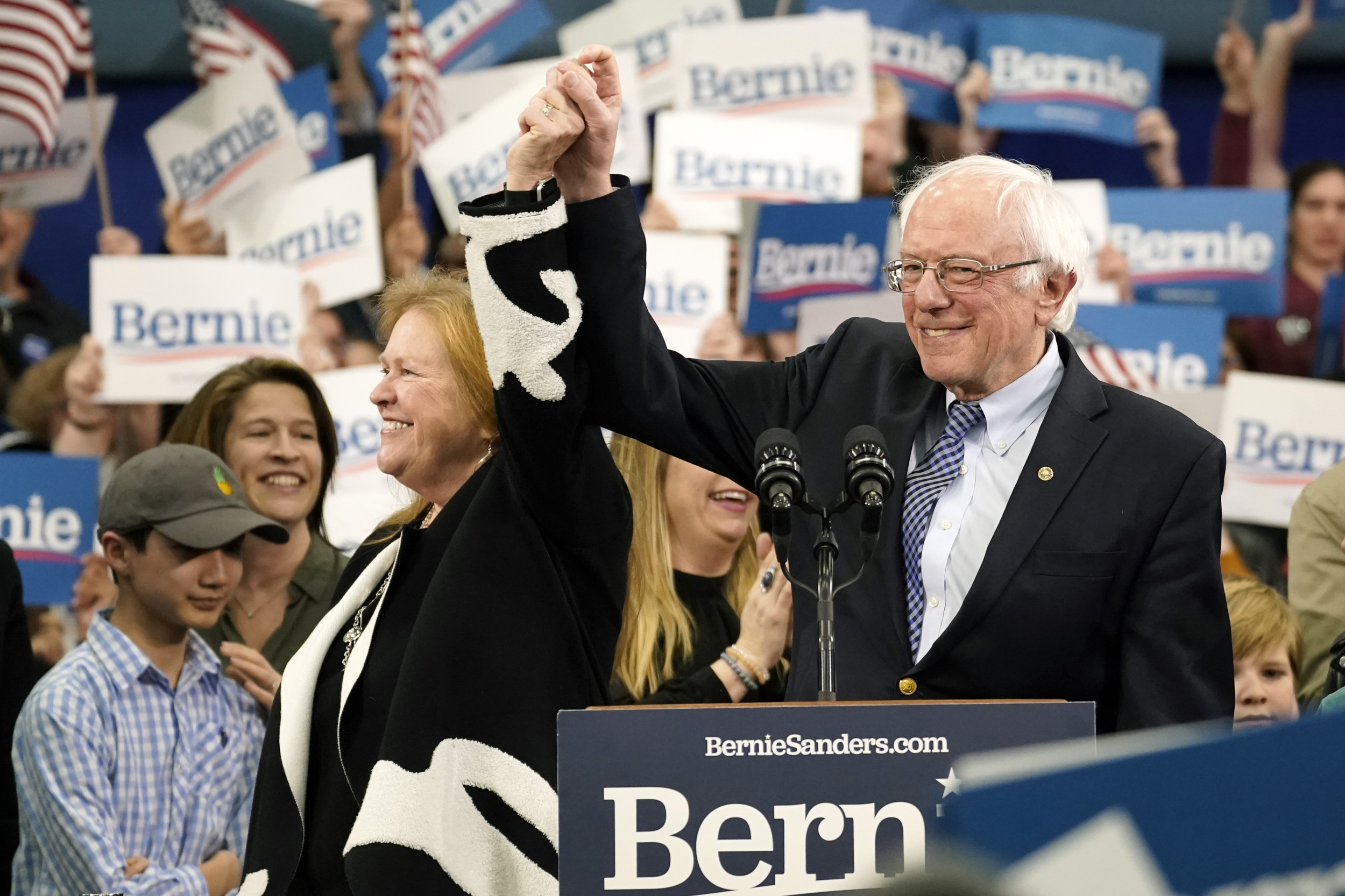 How to Watch Democratic Front-Runner Bernie Sanders' Texas Rally thumbnail