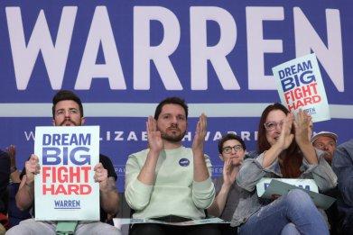 Elizabeth Warren supports in Nevada