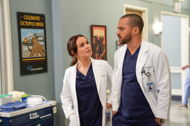 Watch Jackson and Jo Save a Couple on 'Grey's Anatomy' Season 16