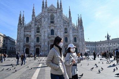 Women Piazza del Duomo Milan Feb 2020