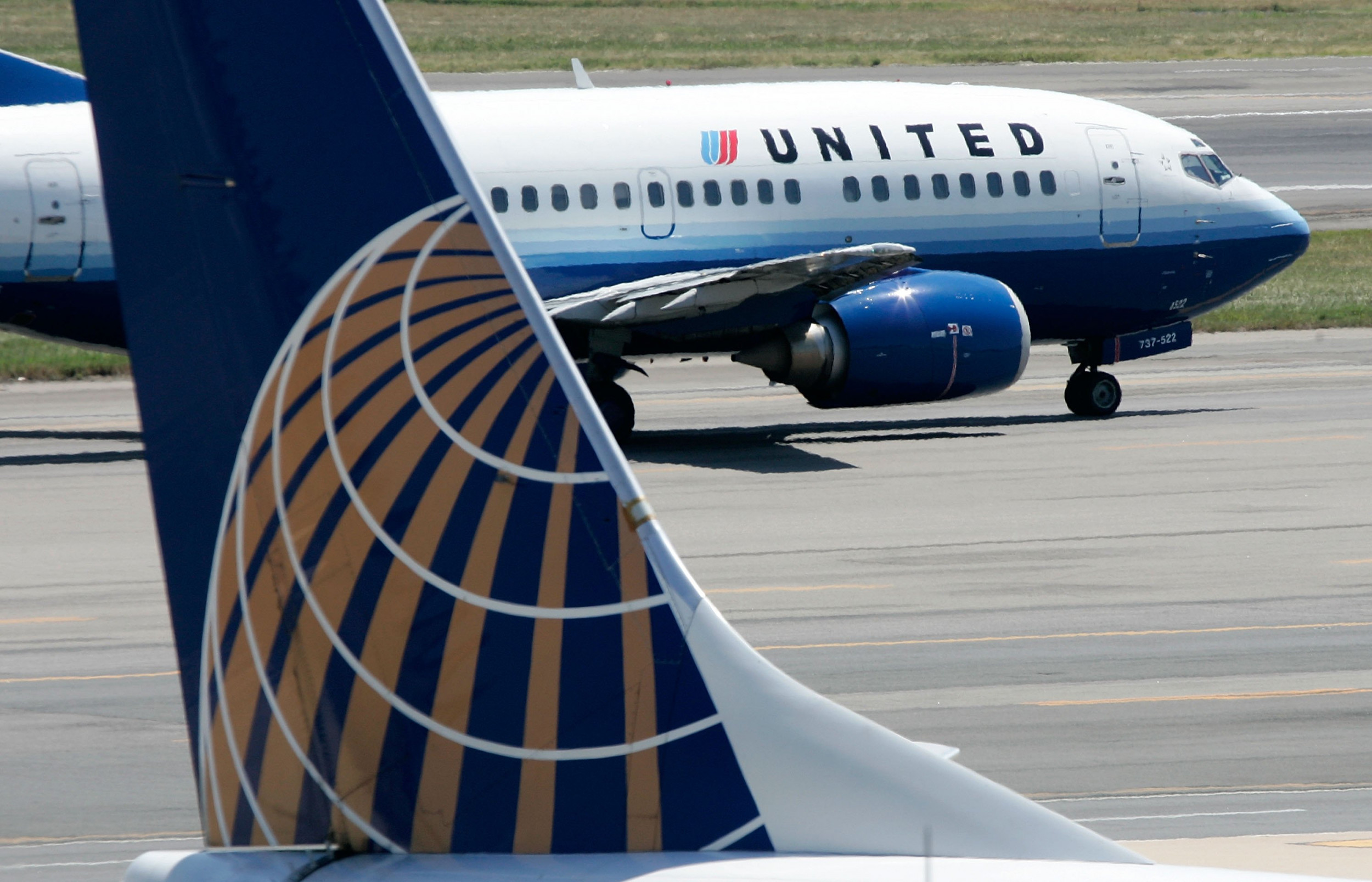 """United Airlines passenger allegedly threatened to """"stab everyone"""" after being caught smoking in plane toilet"""