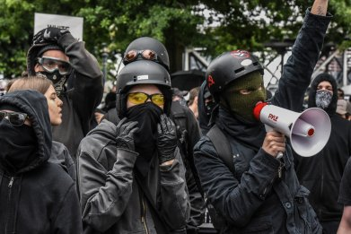 Portland police riots antifa alt-right