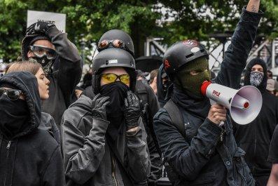 Portland police riots antifa alt-right