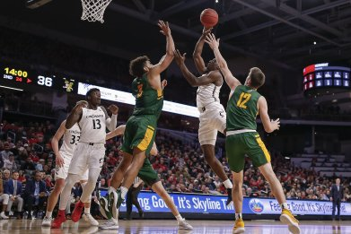 Cincinnati Bearcats, Vermont Catamounts