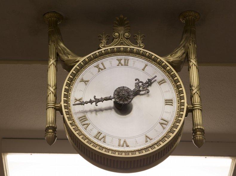 daylight saving time change clock