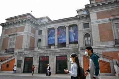 Tourists Madrid Prado coronavirus masks March 2020