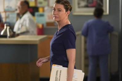 Meredith's 'Pro-Bono' Day Turns to Disaster in 'Grey's Anatomy' Sneak Peek
