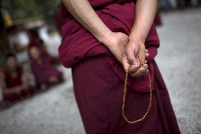 Tibetan Buddhist monk debates Buddhist related issues