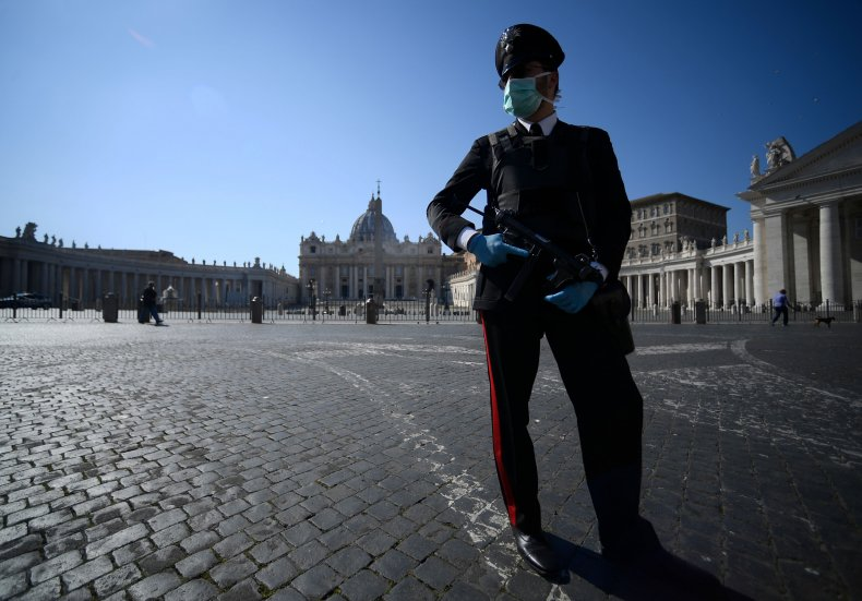 Coronavirus, police at the Vatican March 2020
