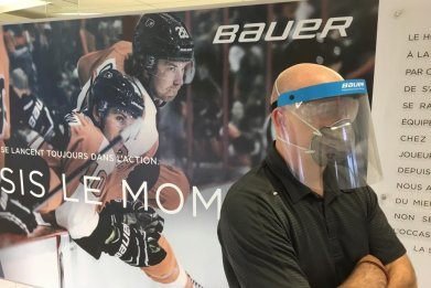 Hockey Manufacturer Bauer to Produce Visors