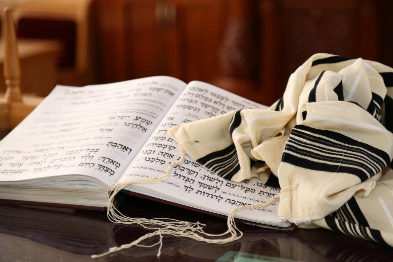 Jewish prayer shall and text