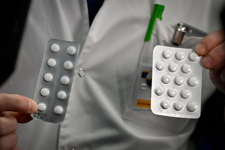 tablets containing chloroquine and Plaqueril