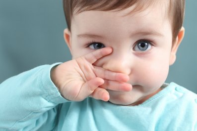 baby touch nose