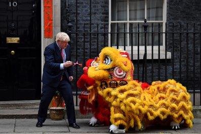 Boris Johnson prepares to paint Chinese Lions