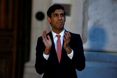 Rishi Sunak applauds NHS workers