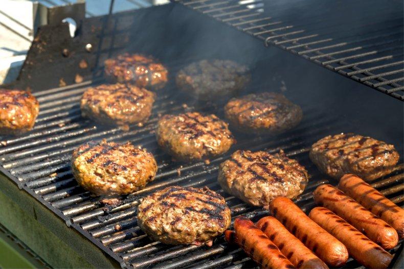 Hamburgers on the grill (Stock photo)