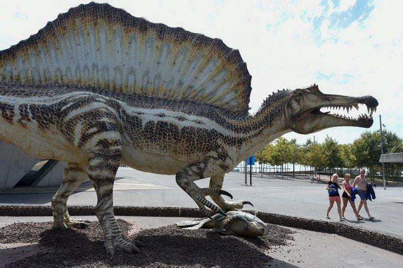 spinosaurus-model