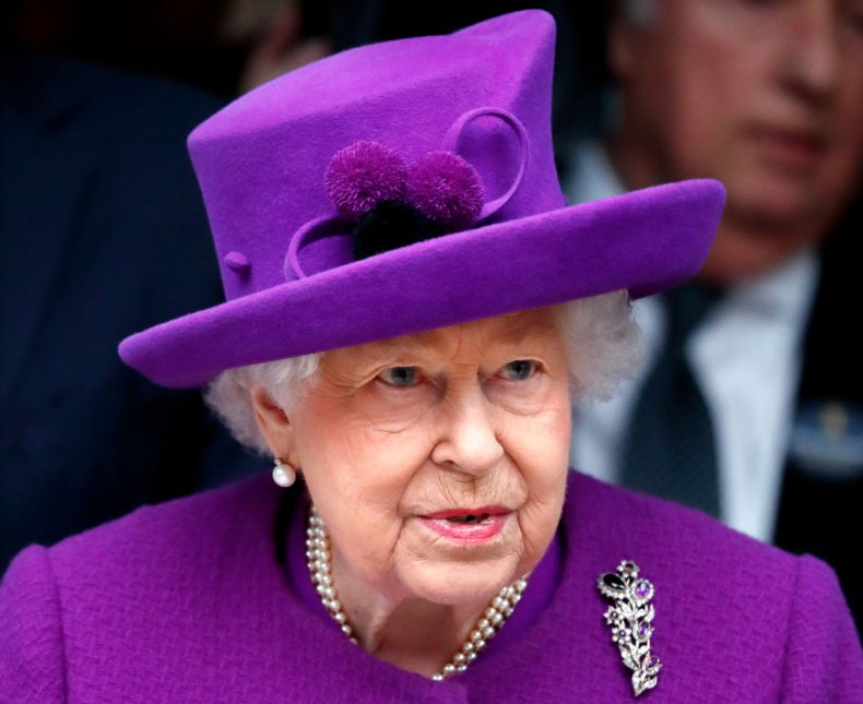 Queen Elizabeth Ii Shuns Video Calling To Praise Nurses The Old