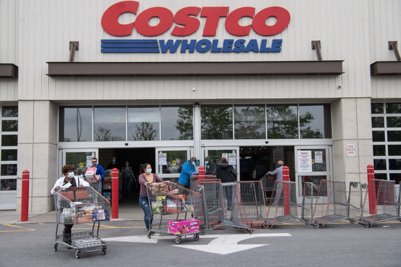 VIDEO OF COSTCO EMPLOYEE TAKING CUSTOMER'S CART FOR REFUSING TO WEAR MASK GOES VIRAL