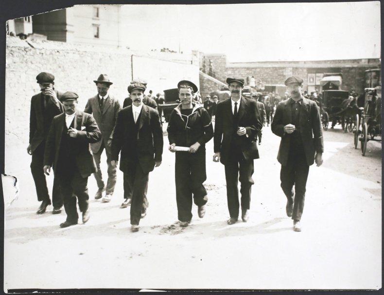 Titanic's survivors return to England